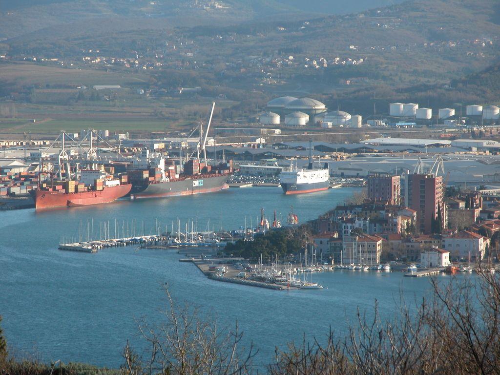 Pomorski center s pogledom na morje