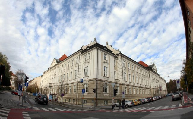 tre_obcinska stavba