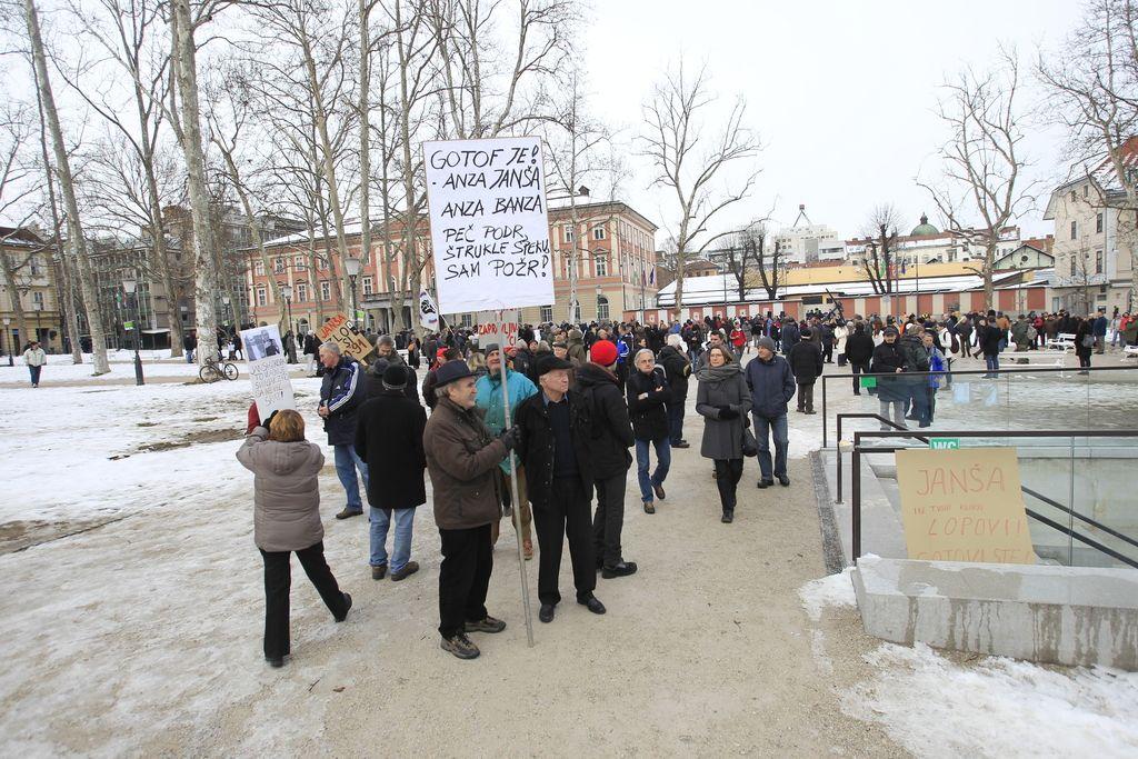 (V živo): Tretja vseslovenska vstaja proti političnim elitam