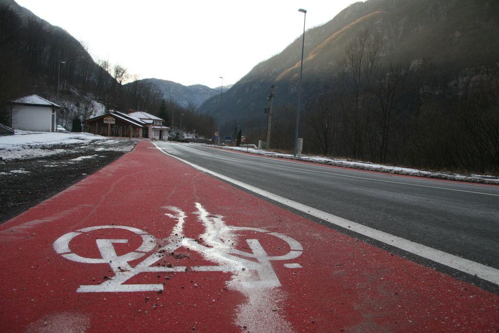 Kolesarske steze bolj v posmeh kolesarjem?