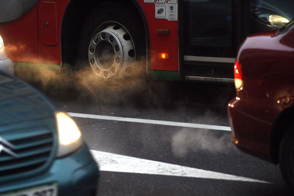 Zdravju nevarni prašni delci: V dveh mesecih že skoraj dosegli letno mejo