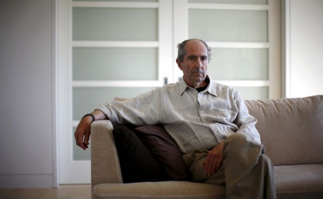 BOOKS-PHILIPROTH/ Author Philip Roth poses in New York