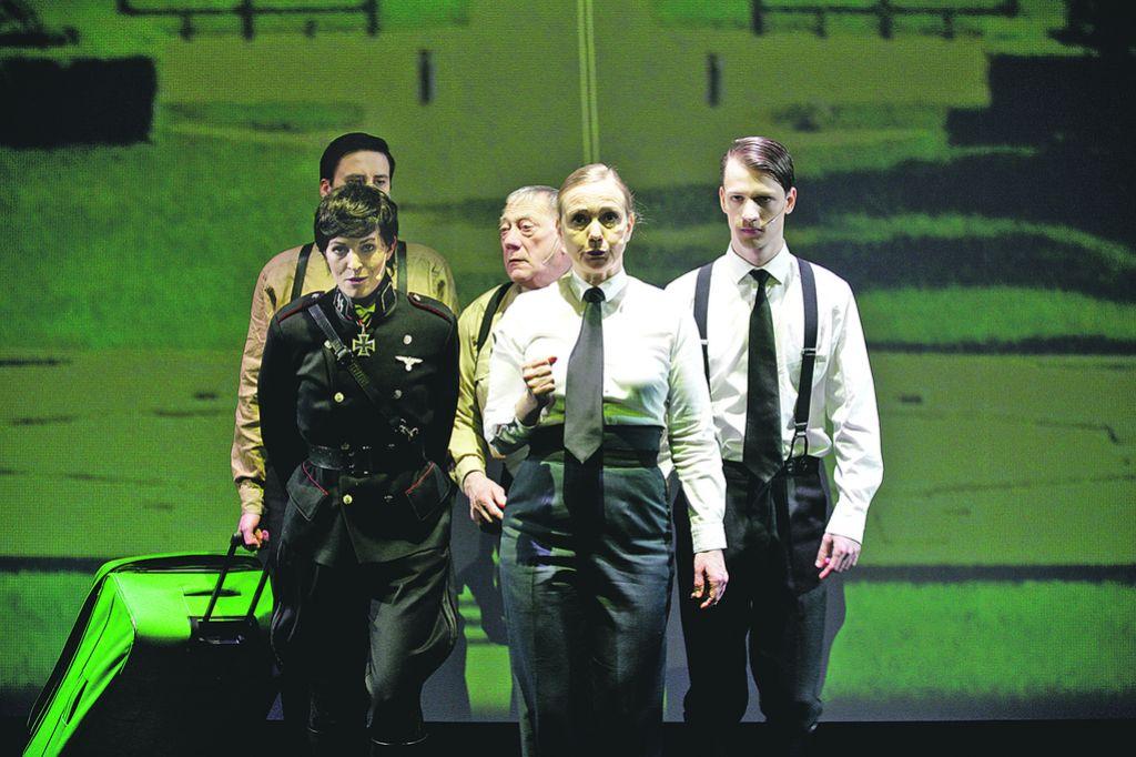 Ocena predstave Triumf ljubezni: Kastracija komedije