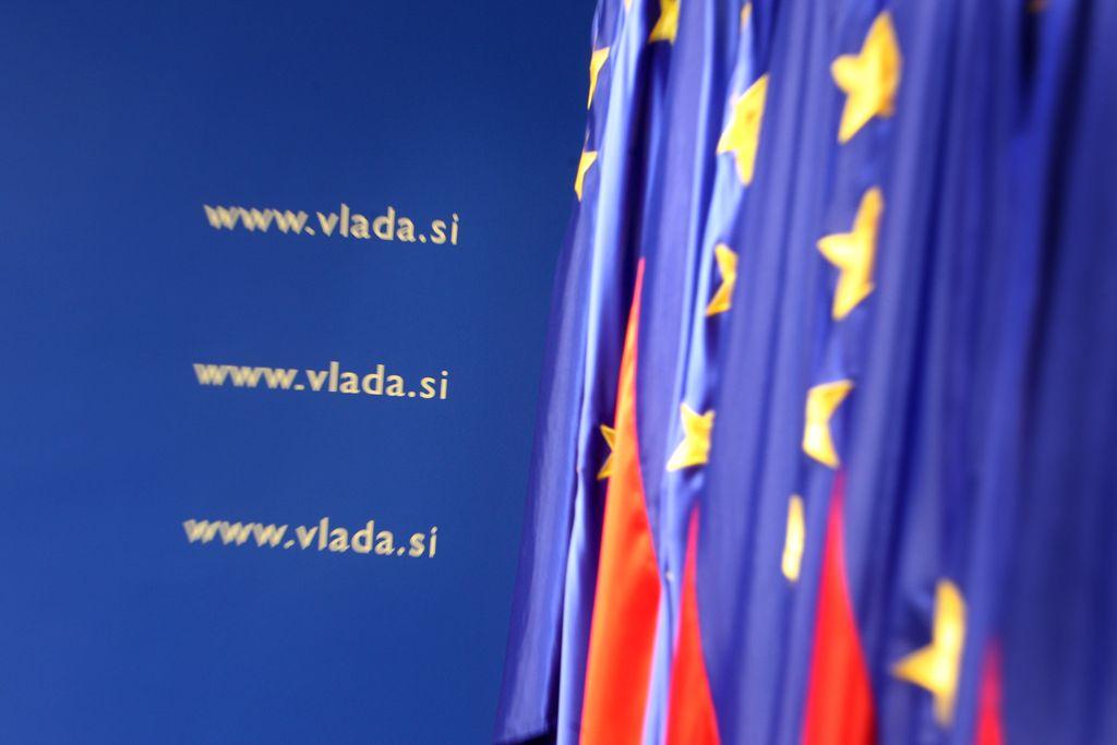 Revoltirana anketa: Slovenijo najbolj ogrožajo zastale strukturne spremembe