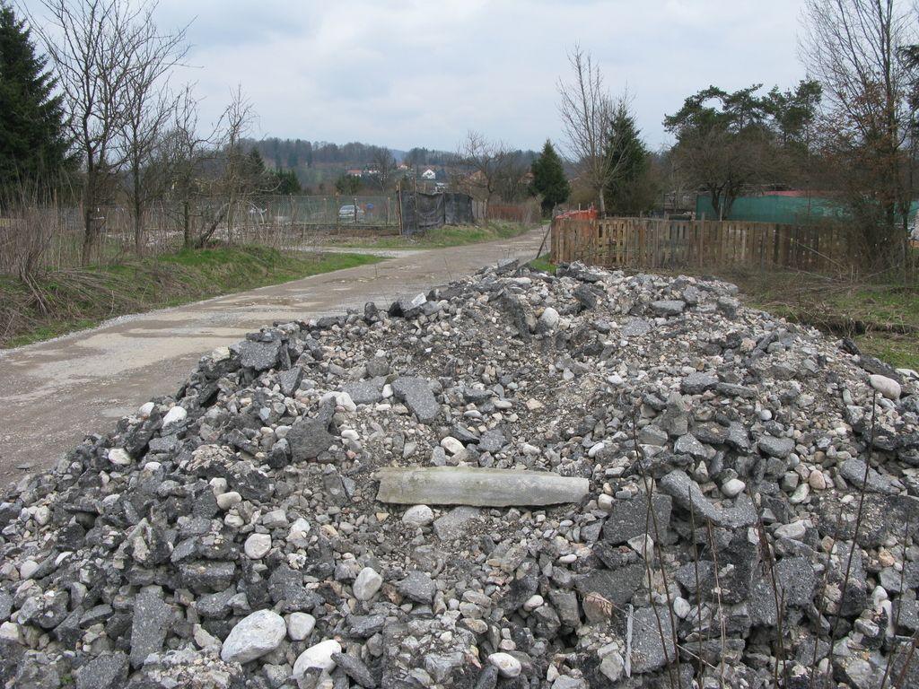 MOL bo začela odvažati tudi gradbene odpadke