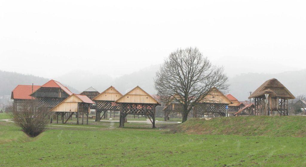 Dežela kozolcev v Šentrupertu čaka na pomlad