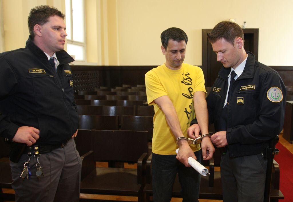 Eden od vodij tatinske združbe se je pogodil za tri leta zapora