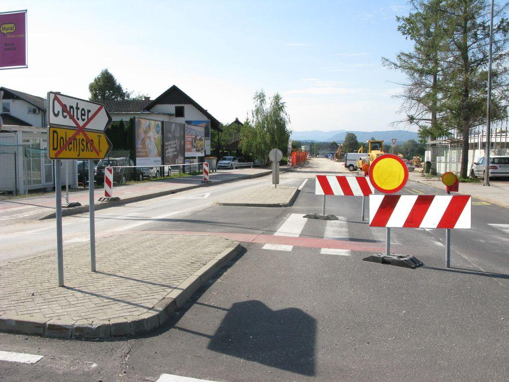 Ceste propadajo, denarja za obnovo pa premalo