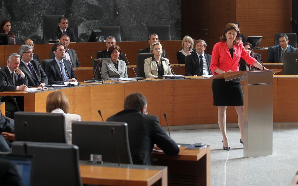 Bratušek: V 2013 bo ohranjenih ali ustvarjenih do 50.000 delovnih mest