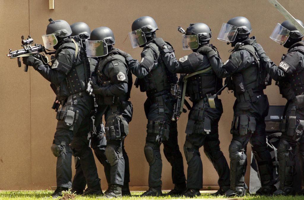 Policist »specialec« surovo pretepel ženo