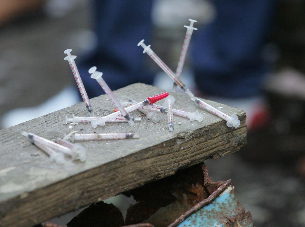 Manj vidna uporaba drog in odvrženih igel