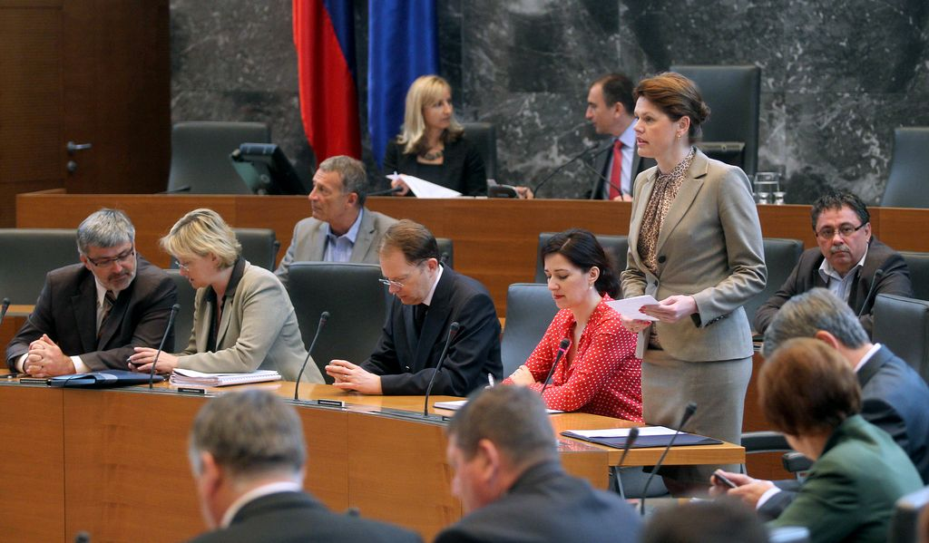 Poslanci sprejeli ustavne spremembe referendumske ureditve