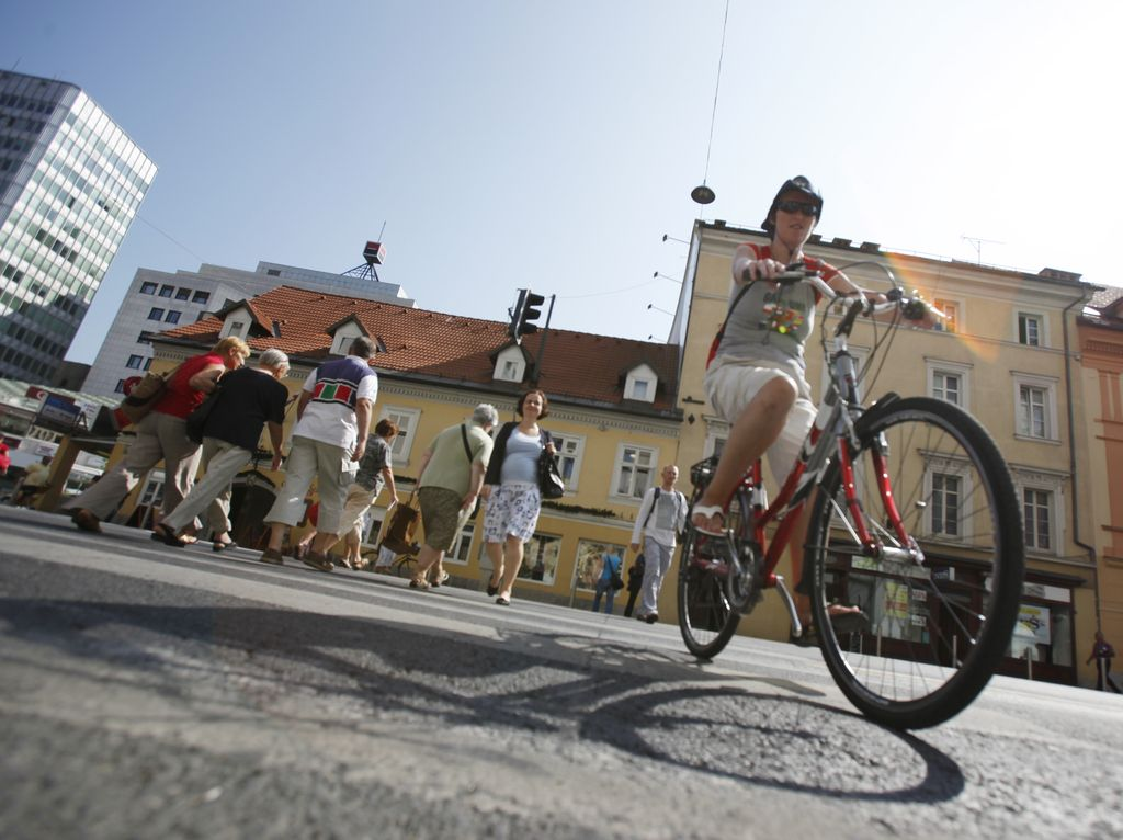 Do sožitja med pešci in kolesarji najprej z mehkimi prijemi