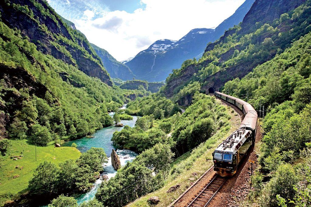 Lonely Planet priporoča vožnjo z vlakom po bohinjski progi