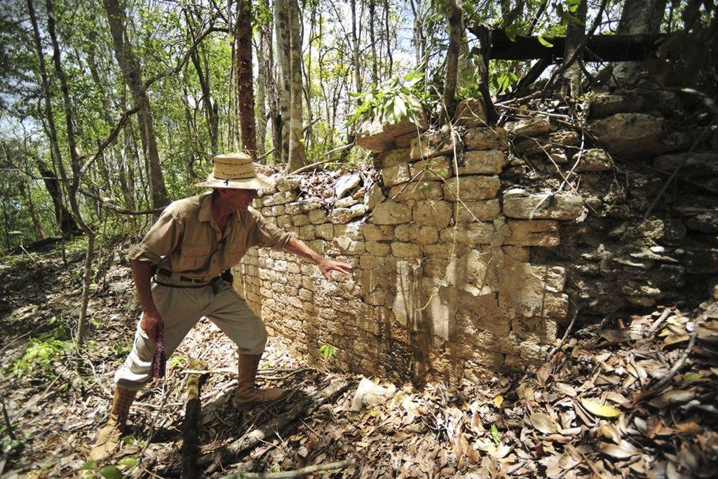 Z mačetami in motornimi žagami do osupljive arheološke najdbe
