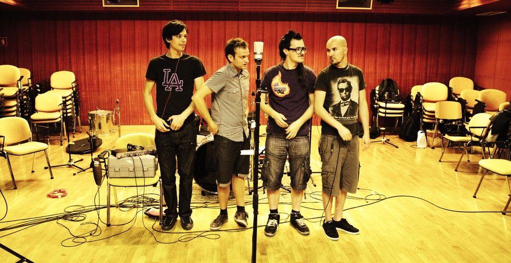 Anavrin s singlom napovedujejo album
