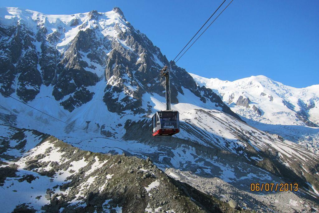 V Švici snežni plaz verjetno terjal štiri žrtve