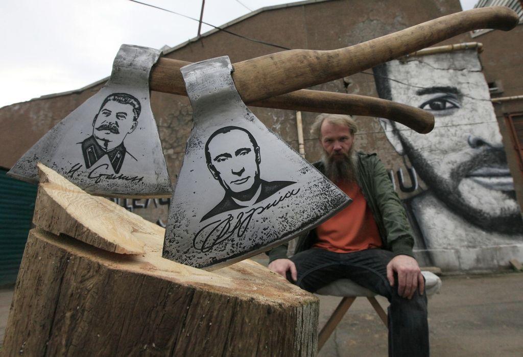 Vladimir Putin tokrat kot okras - sekire za mesarje