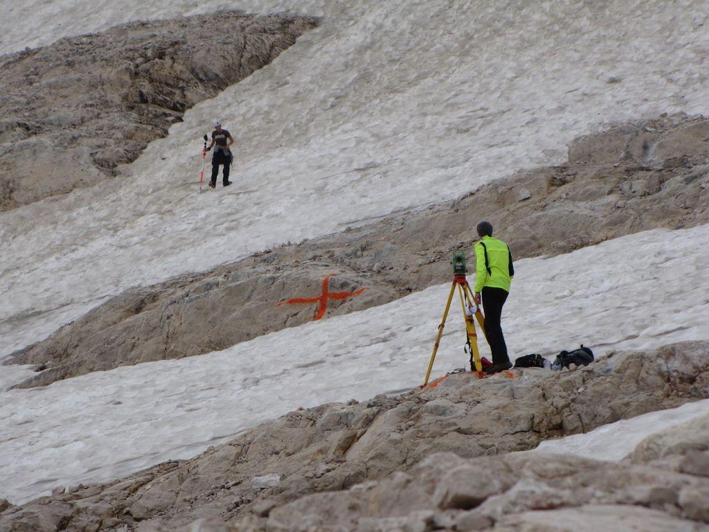 Triglavski ledenik izginja počasneje od napovedi
