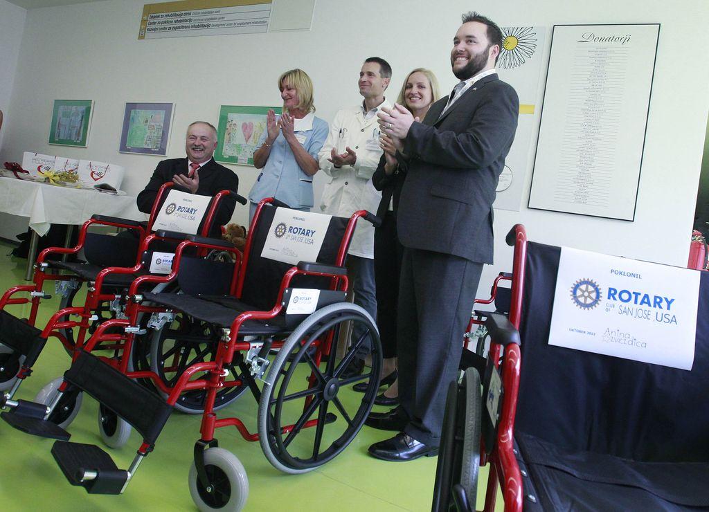 Ana pripeljala 110 invalidskih vozičkov