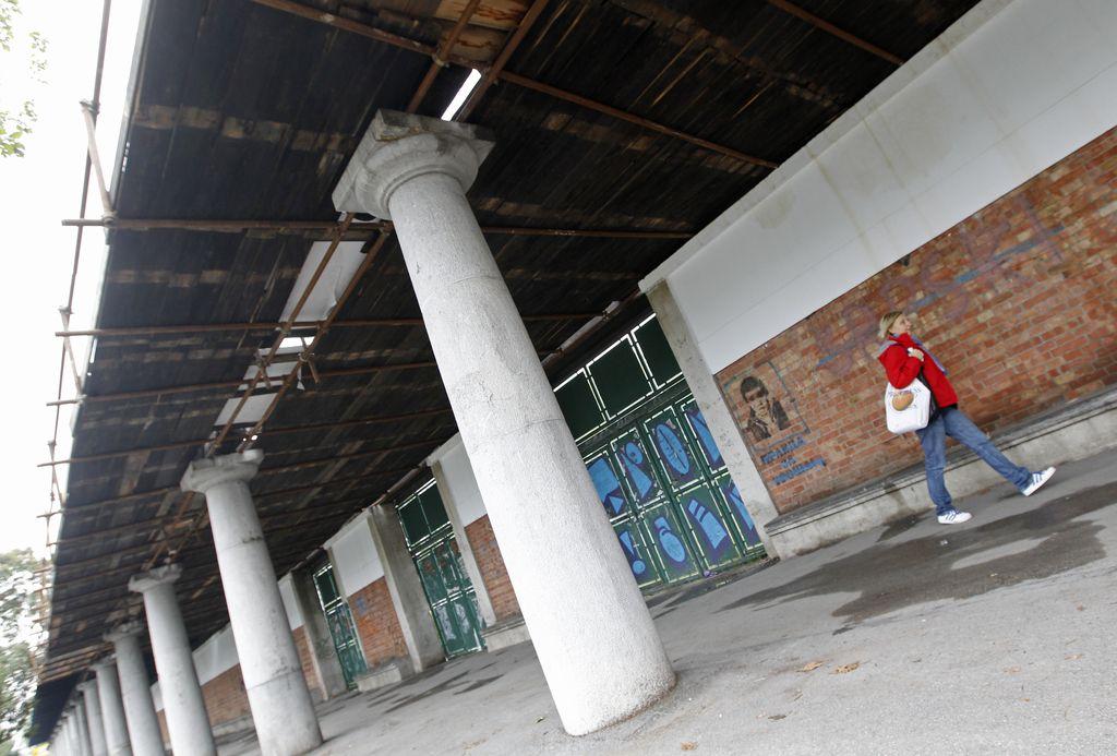 Začasna ureditev za propadajoči Plečnikov stadion