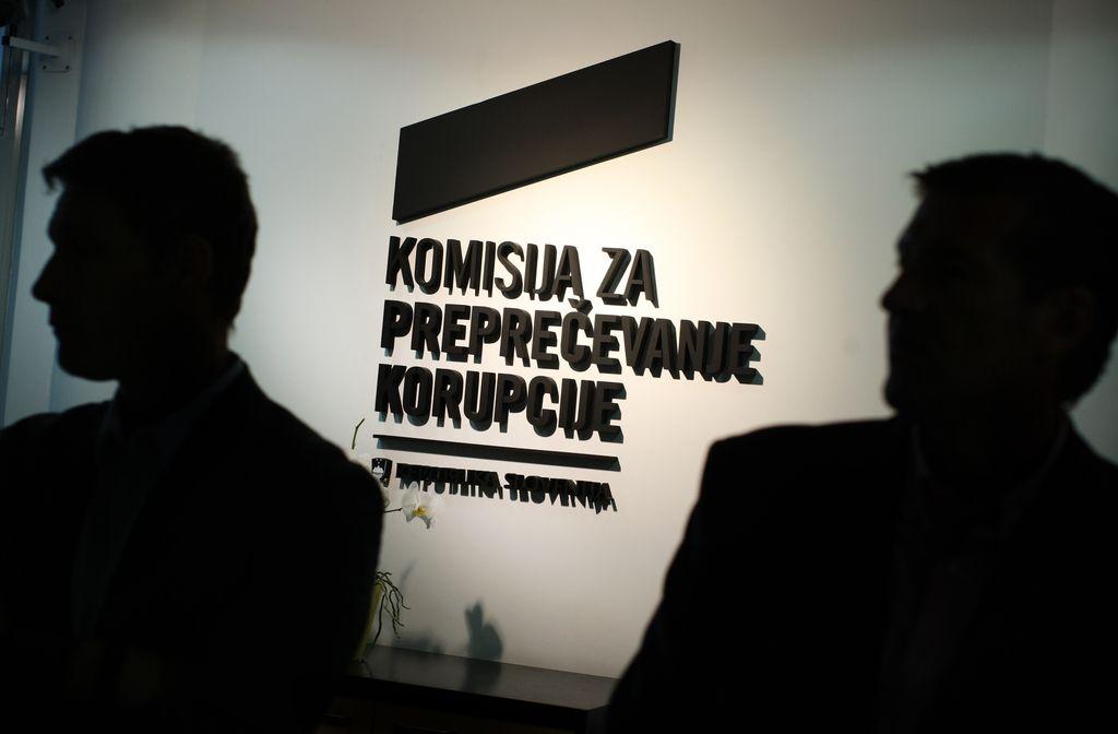 Supervizor razkriva: ministrici od leta 2004 kapnilo 636.000 evrov avtorskih honorarjev