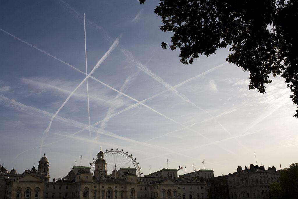Opoldansko vprašanje: »Chemtrails«, strupi z neba