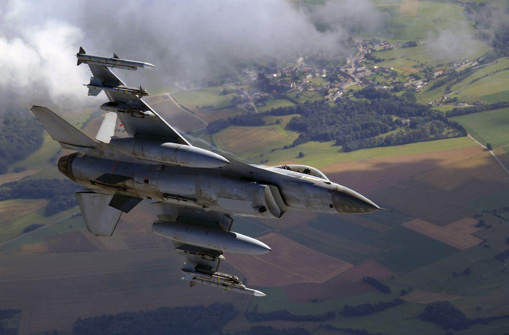 Zaradi vojaških letalskih vaj dvakrat bolj zaprt zračni prostor
