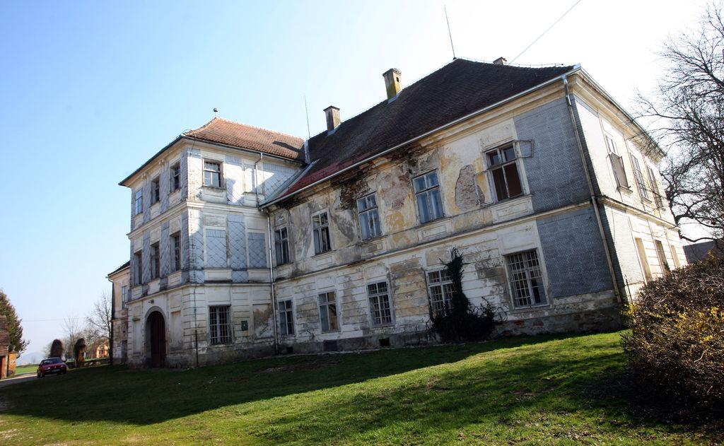 Slovenija v malem, sredi pa Meinlov grad