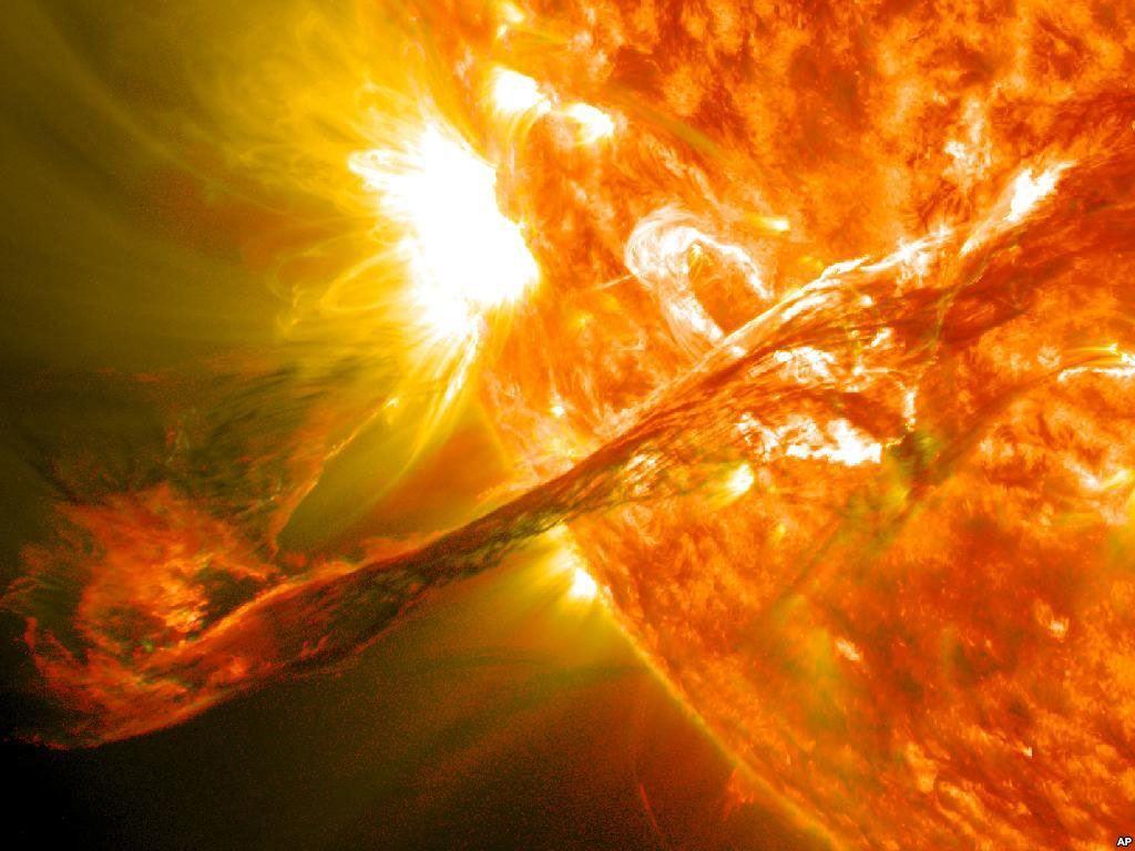 Sončev izbruh za las zgrešil Zemljo
