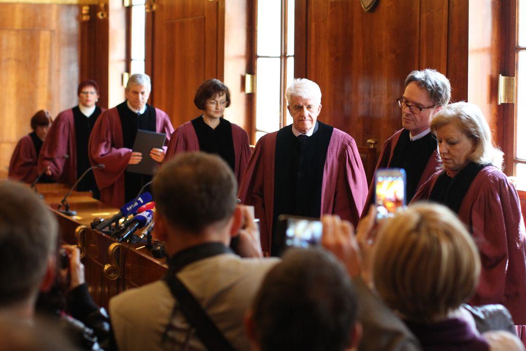 Ustavni sodniki razveljavili davek na nepremičnine