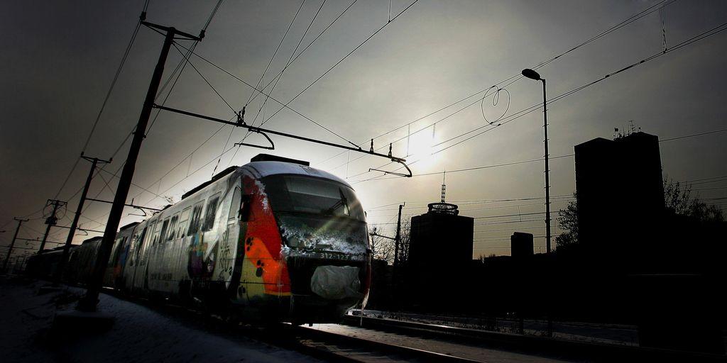Na železniški postaji Škofja Loka iztiril potniški vlak