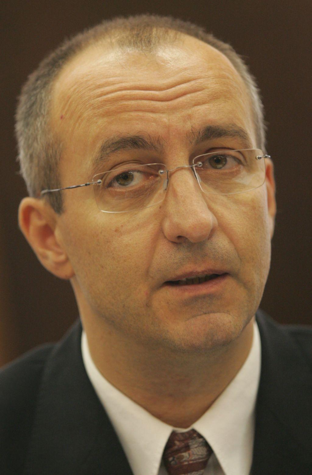 Ministrstvo mora nekdanjemu direktorju PU Novo mesto vrniti dodatek