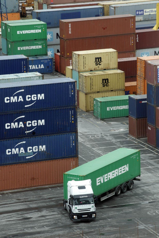V Luki pristala največja kontejnerska ladja do zdaj