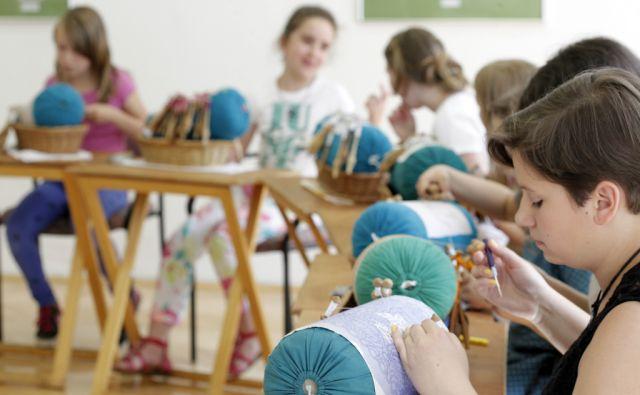 Idrijska čipkarska šola. V Idriji, 18.6.2014