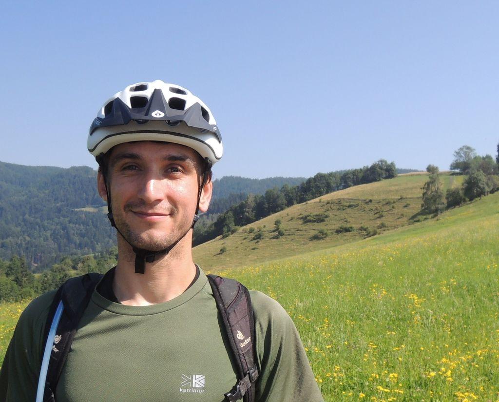 Povezani kolesarji sogovorniki državi