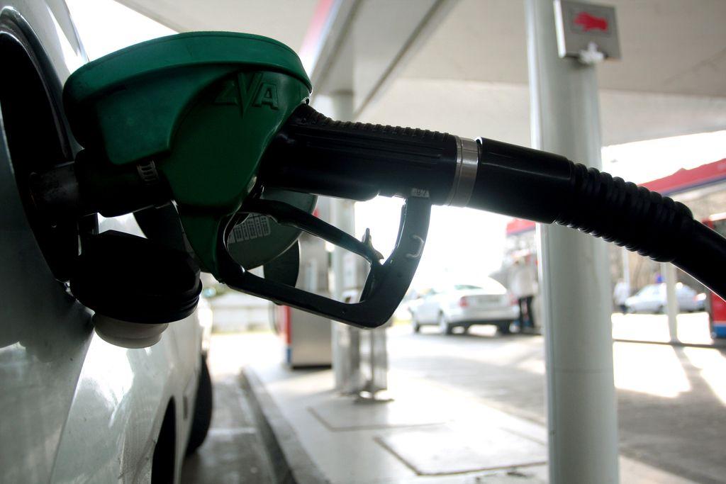 Od polnoči dražja goriva