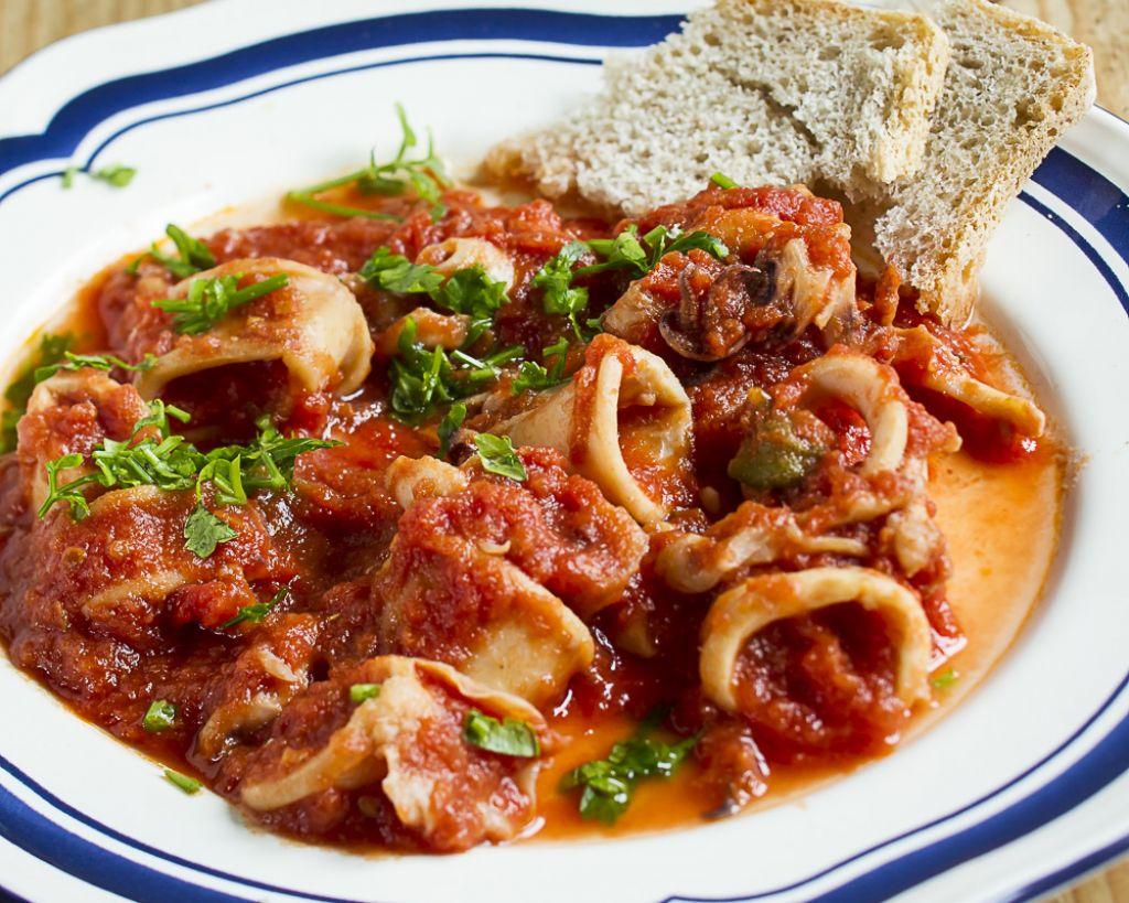 Petkov namig za kosilo: Lignji v paradižnikovi omaki