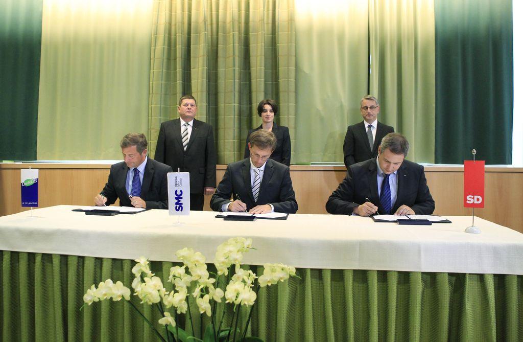 Prvaki SMC, Desusa in SD podpisali koalicijski sporazum