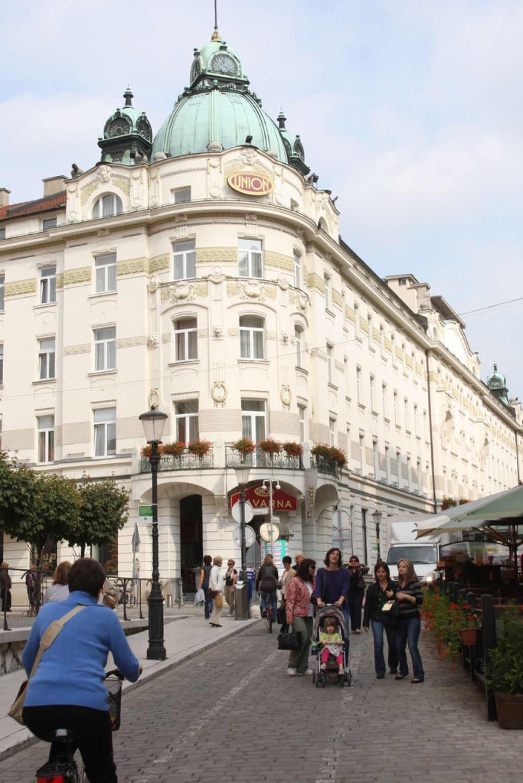 ACH ustavil prodajo Union hotelov