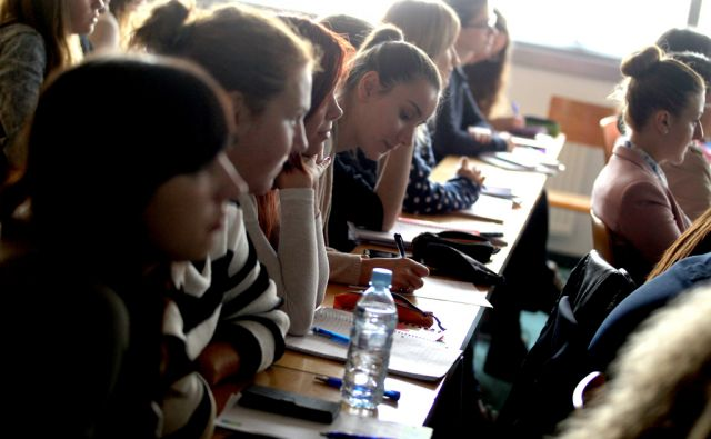 FDV/študenti,predavanje