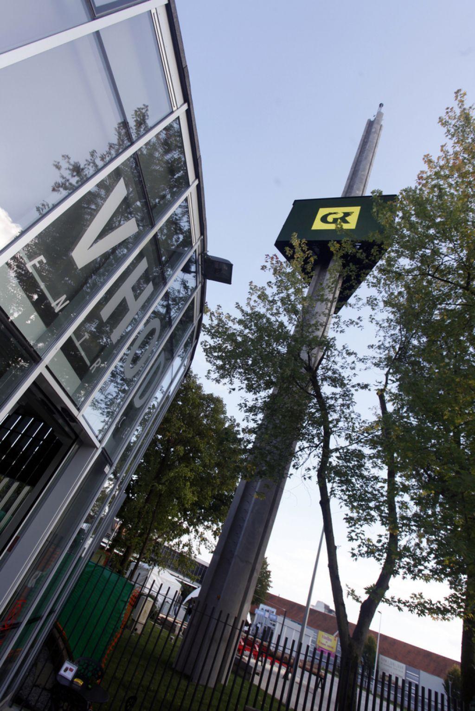 Obelisk na Gospodarskem razstavišču »polepšali« z oglasi