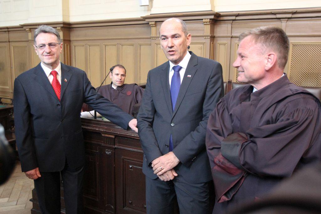 Janša zaradi Patrie na ustavnem sodišču išče pravico
