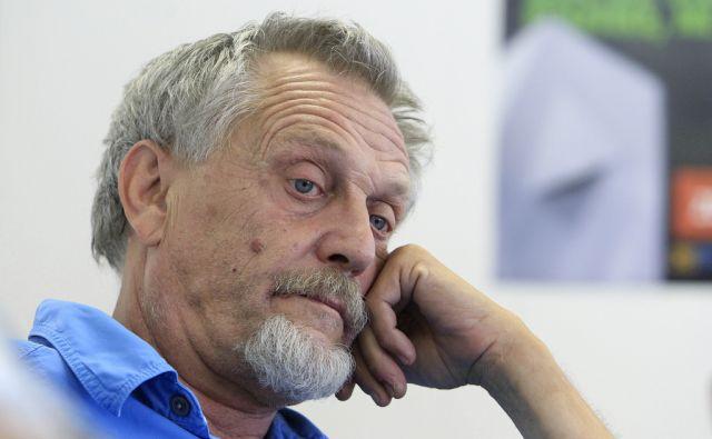 Matjaž Hanžek na novinarski konferenci stranke in Gibanja TRS v Ljubljani, 16. julija 2014