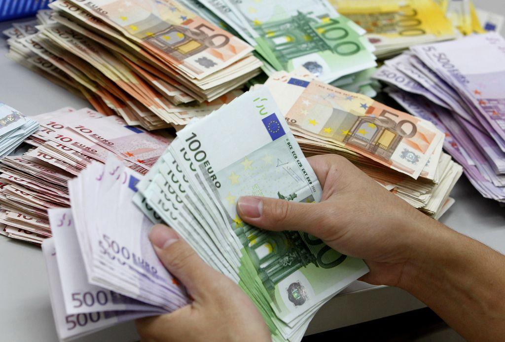 Stanje slovenskih javnih financ se še naprej izboljšuje