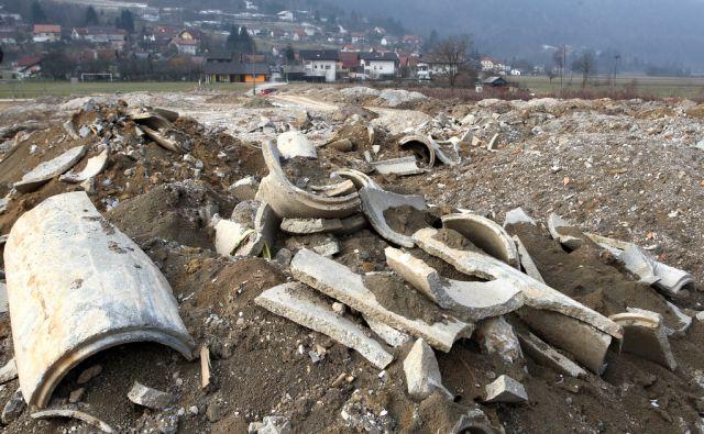 Slovenija, Borovnica, 02.Februar2011, Nelegalno odlagališče gradbenega materiala. Foto: Igor Zaplatil/Delo
