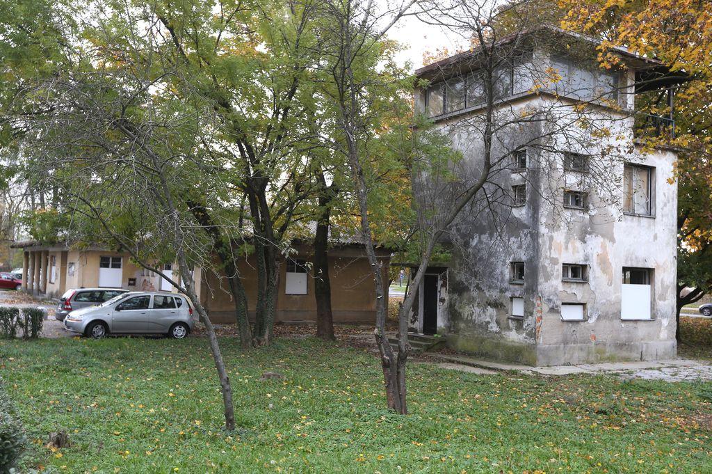 Muzej in restavracija na starem letališču v Mostah