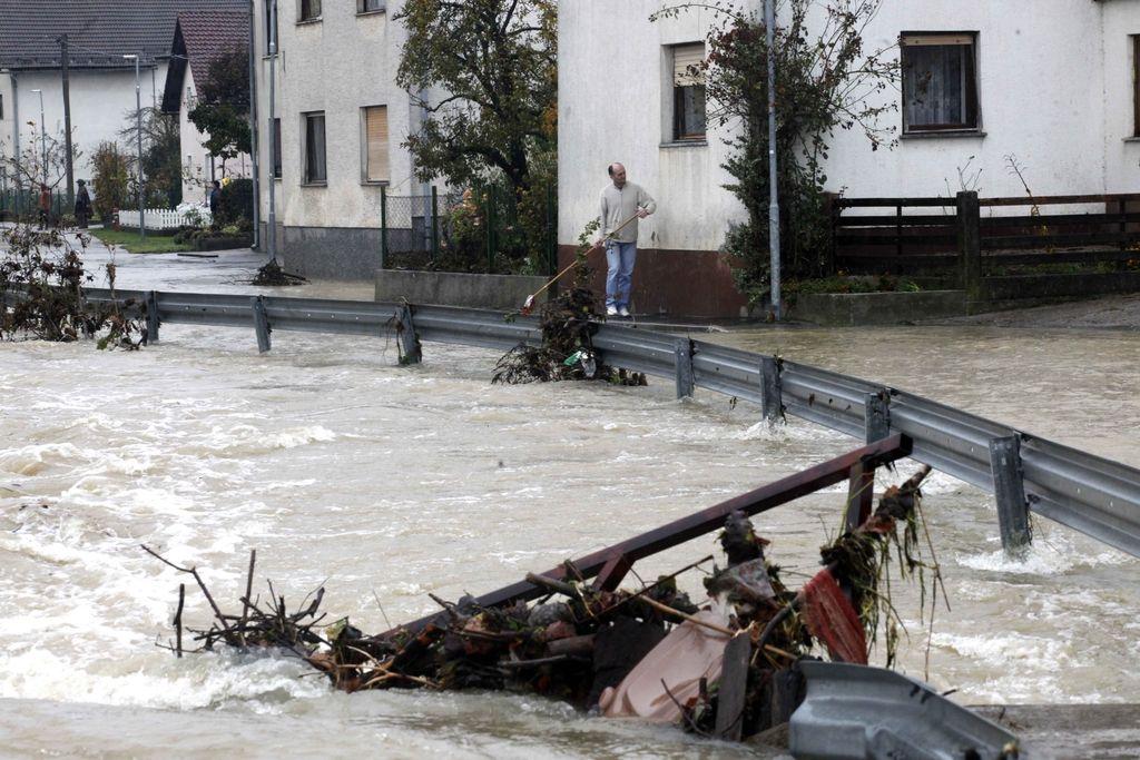 Poplave so dokaz, da se celotna Slovenija potaplja
