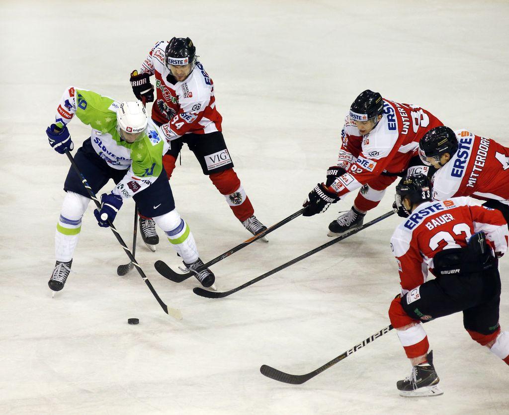 Risi turnir v Innsbrucku odprli s prepričljivo zmago
