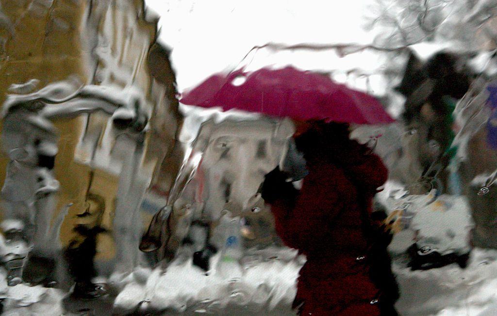 Še več dežja za razburkane reke in hudournike